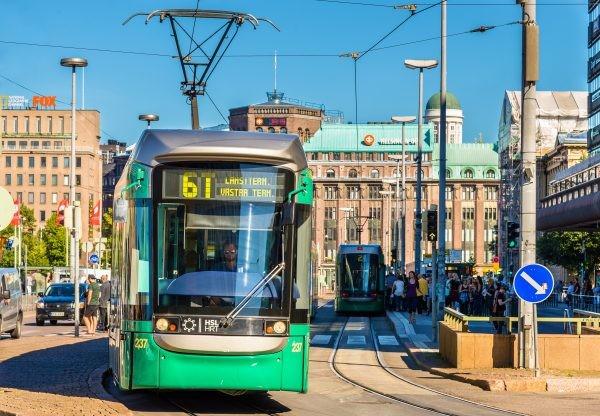 Kutosen ratikka Helsingin keskustassa