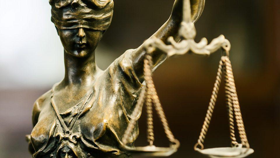 Kokoomusmepit: Elvytyspakettia ei tule hyväksyä ilman oikeusvaltiomekanismia
