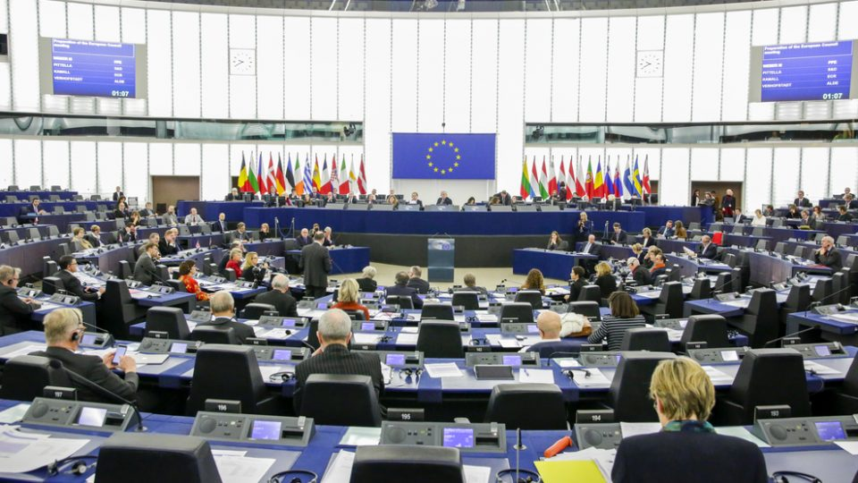 Euroopan parlamentin istuntosali Strasbourgissa.
