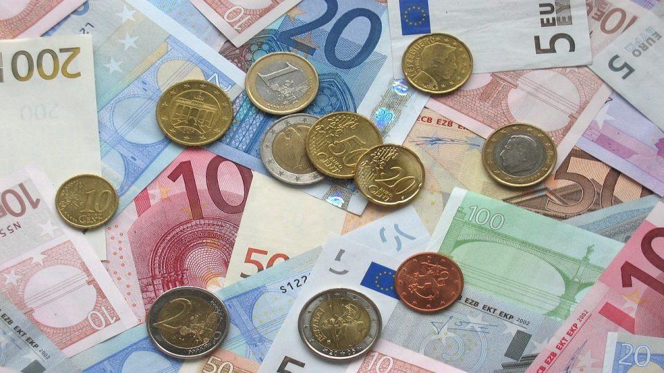 Euroseteleitä ja kolikoita