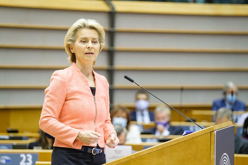 Ilmasto, oikeusvaltio, digitalisaatio, terveys – kokoomusmepit kiittävät von der Leyenin puhetta