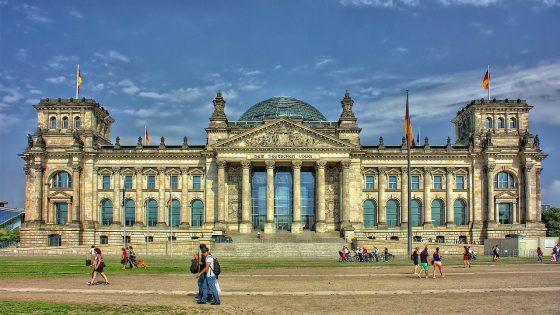 Reichstag-rakennus Berliinissä.